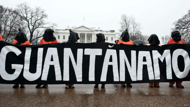 ग्वांतानामो जेल का विरोध कर रहे प्रदर्शनकारी