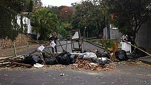 Barricada cerca a la casa de Vivas