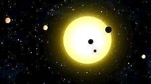 Ilustración de la NASA que muestra múltiples planetas orbitando estrellas fuera del Sistema Solar