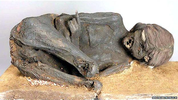 Momia de una joven sudamericana que murió hace unos 500 años