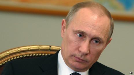 Владимир Путин на совещании в Ново-Огарево 28 февраля 2014 г.