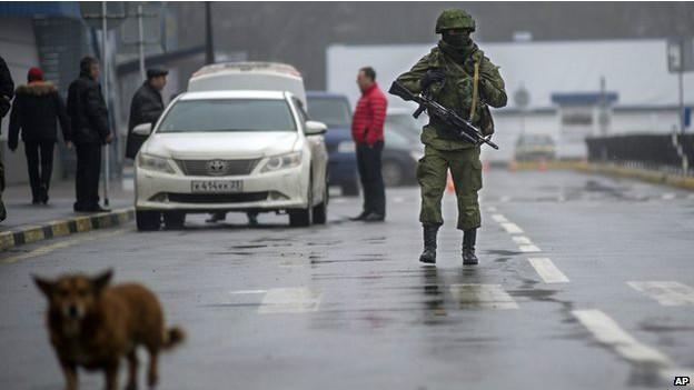 2 марта в Крыму продолжилось противостояние между украинскими частями и российским...