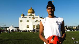 Jugador de fútbol canadiense de religión sij (foto de archivo)