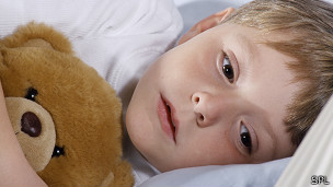 Niño con problemas de sueño.