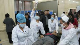 Cấp cứu trong vụ đâm dao ở nhà ga Côn Minh, TQ