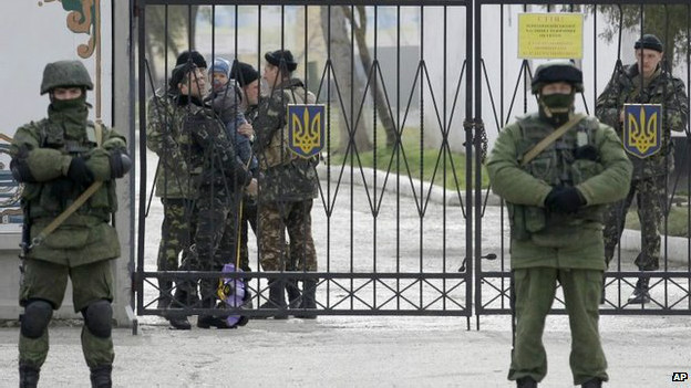 Tropas ucranianas confinadas na Crimeia (AP)