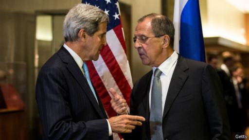 وزير الخارجية الروسي سيرغي لافروف ووزير الخارجية الأمريكي جون كيري في الجمعية العمومية في الأمم المتحدة في سبتمبر 2014
