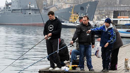 Рыбаки в Севастополе