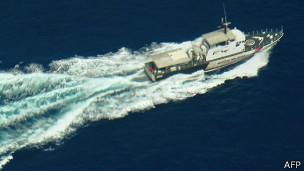 Embarcación de la policía marítima de Malasia en labores de búsqueda