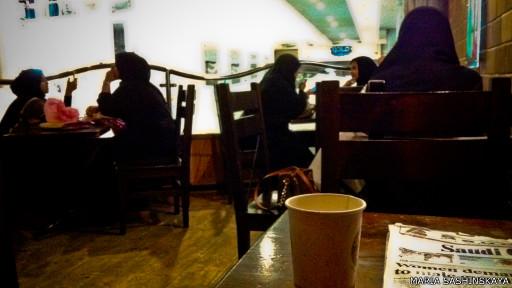 Девушки в кофейне
