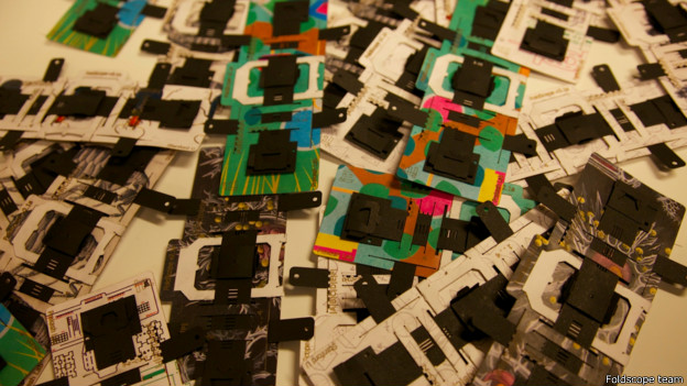Microscópio Foldscope (Foldscope team)