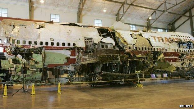 El avión de TWA reconstruido en un hangar