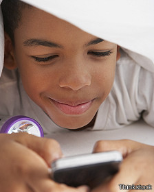 ¿Es sano dormir con un smartphone?