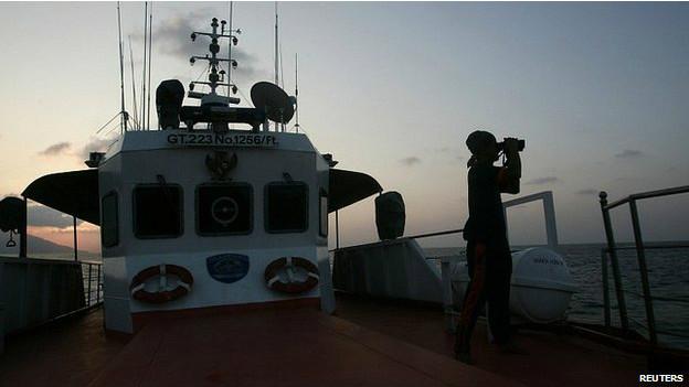 Homem busca por avião desaparecido (AFP)