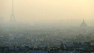 París bajo una nube de niebla