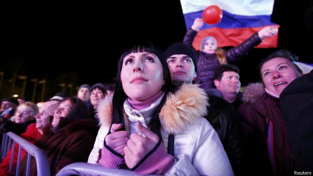 Eleitores comparecem às urnas em referendo sobre destino da Crimeia