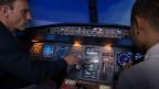 Rupert Wingfield-Hayes en un simulador de vuelo