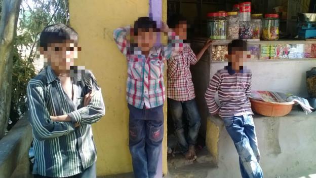 वाडिया गाँव के बच्चे