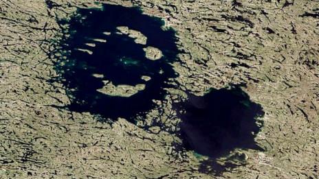 Cráter doble en Canadá