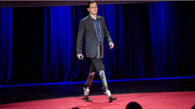 टेड 2014 के मंच पर ह्यूग हेर्र
