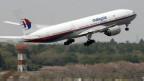 Pesawat Malaysia Airlines lepas landas.