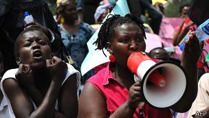 Protesta frente al Parlamento keniata.