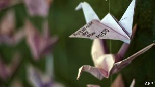 140323105851_origami_mh370_304x171_afp.jpg