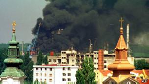 Пожар на нефтеперегонном заводе в Нови Саде (29 апреля 1999 г.)