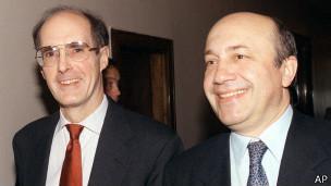 инистр иностранных дел России Игорь Иванов (справа) и заместитель госсекретаря США Строуб Тэлботт перед переговорами в Москве 12 мая 1999 г.