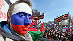 manifestante pro ruso en Crimea