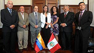 Machado y congresistas peruanos