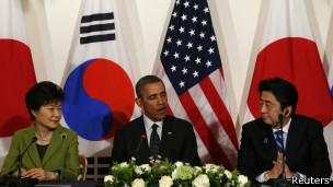 Руководители США, Южной Кореи и Японии в Гааге