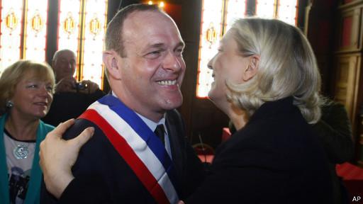 Марин Ле Пен радуется успеху Национального фронта