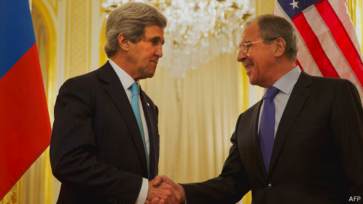 Сергей Лавров и Джон Керри в резиденции российского посла в Париже 30 марта 2014 года