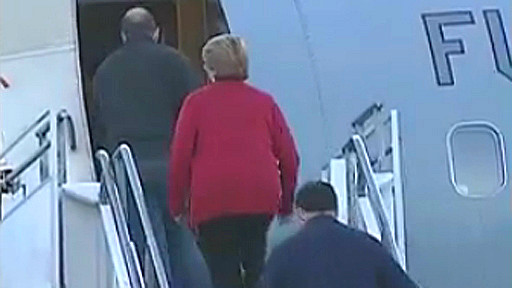 Michelle Bachelet aborda avión