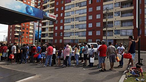 cola gasolinera Iquique Chile