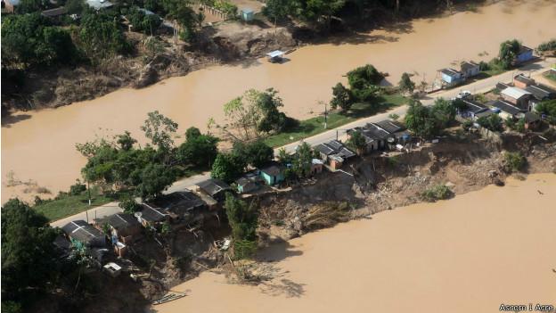 Faixa de terra que liga os bairros de Samaúna e Leonardo Barbosa ao resto de Brasiléia (foto: Ascom / Acre)