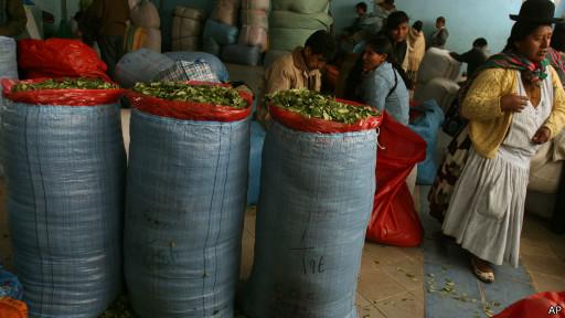 Mercado de coca em La Paz (AP)