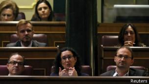 عالمي البرلمان الإسباني يرفض مشروع استفتاء لاستقلال إقليم كتالونيا 140409050310_spain_c