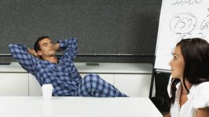 Trabajador en pijama