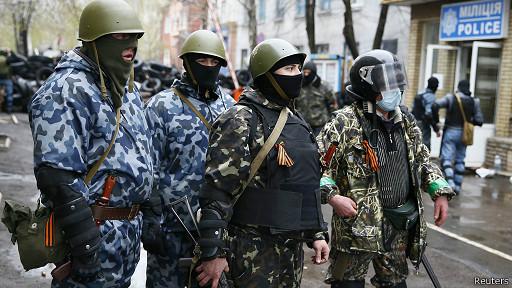 Вооруженные люди в камуфляже в Славянске