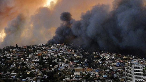 Columna de humo en Valparaíso