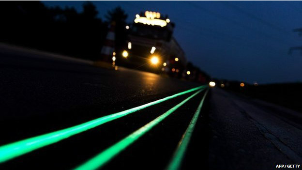 Estrada brilha no escuro na Holanda (AFP)