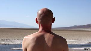 Hombre en el desierto