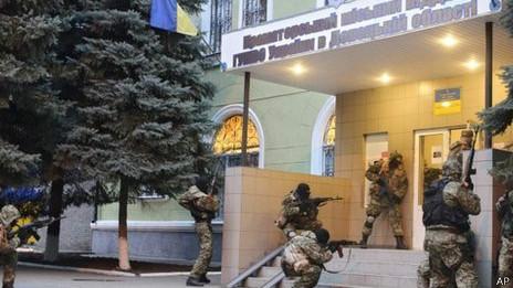 milicianos em Kramatorsk