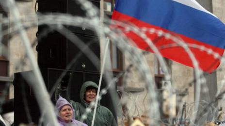 manifestantes em Donetsk