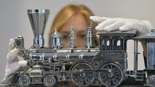 стальная модель паровоза