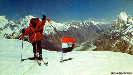 Soldado indio con la bandera india. Foto cortesía: Narendra Kumar