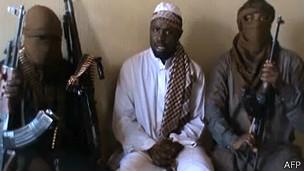Supuesto líder de Boko Haram junto a otros dos miembros del grupo