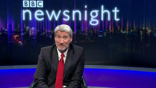 Jeremy Paxman apresenta sua última edição do programa Newsnight (BBC)
